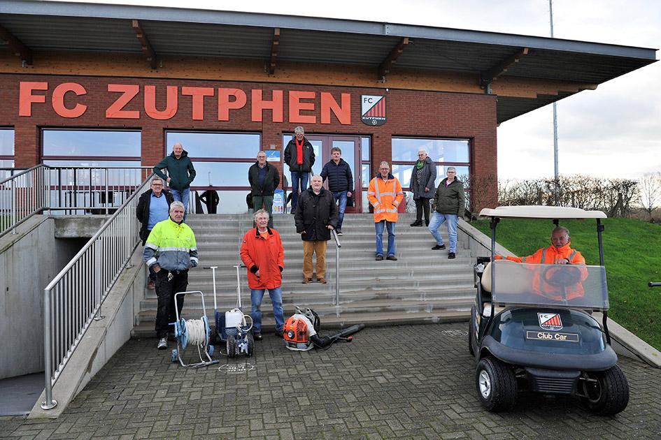De onderhoudsploeg van FC Zutphen